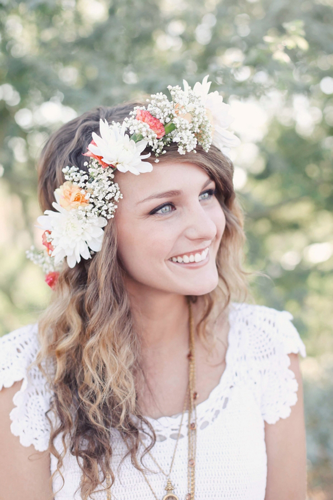floral crown wedding looks for spring made with baby 39 s breath ffowers. Black Bedroom Furniture Sets. Home Design Ideas