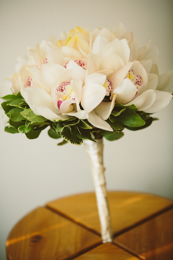 White Orchid Bouquet | Photo by http://dastanstudio.com/ | RubiesAndRibbon.com